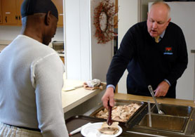 Photo of Secretary Kuperus serving Thanksgiving lunch at soup kitchen - Click to enlarge