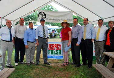 Photo of officials at Farmers Market Week Celebration at Dvoor Farm