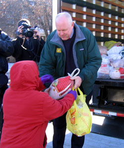 Photo of Secretary Kuperus distributing turkeys
