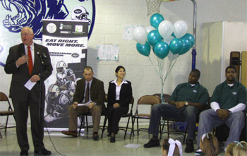Photo of Secretary Kuperus speaking at Port Reading School
