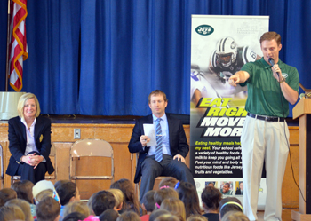 Photo of Greg McElroy speaking at Midstreams School
