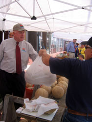 Photo of Secretary Kuperus at the Salem Farmers Market