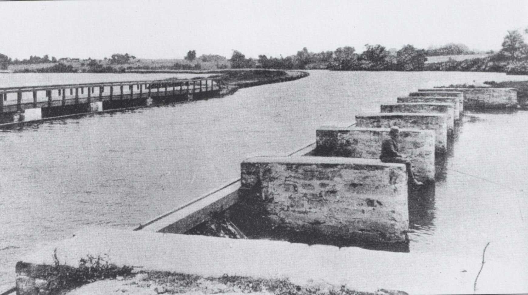 Prior to the creation of Lake Carnegie, an aqueduct was needed to convey the Delaware and Raritan Canal over the Millstone River.  When Lake Carnegie was completed in 1906, the lake rose to within a few feet of the canal.  The wooden walkway on the left was built to allow mules and their drivers to cross the aqueduct.