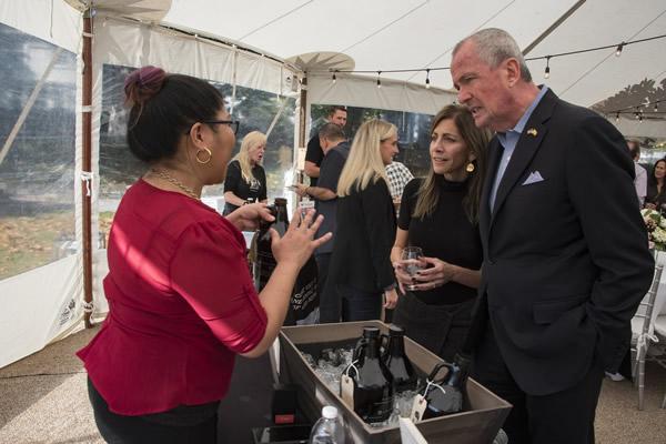 Gouverneur à l'événement de bière artisanale